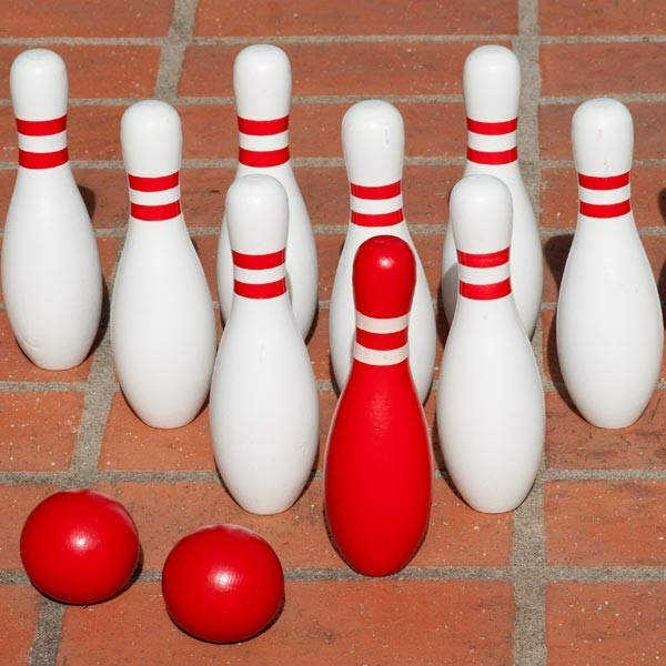 Jeu de quilles en bois garden bowling la boutique desjoyaux for Decoration quille de bowling