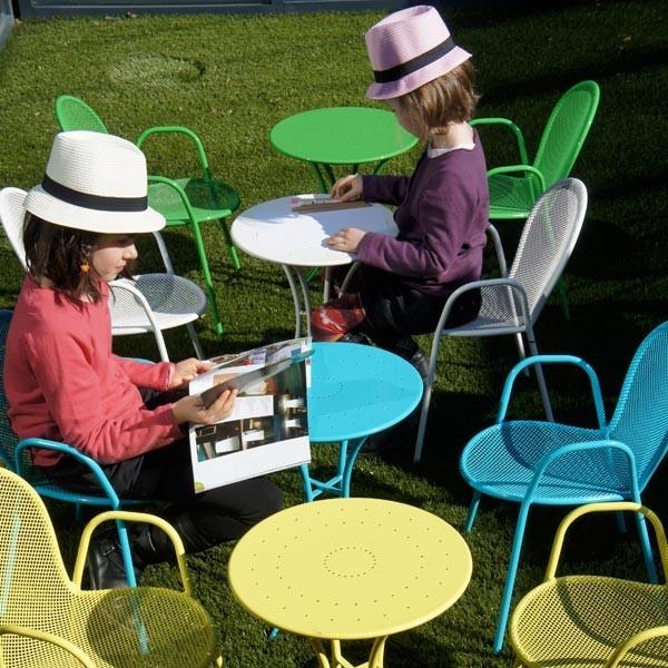 table de jardin enfant baby pigalle la boutique desjoyaux. Black Bedroom Furniture Sets. Home Design Ideas