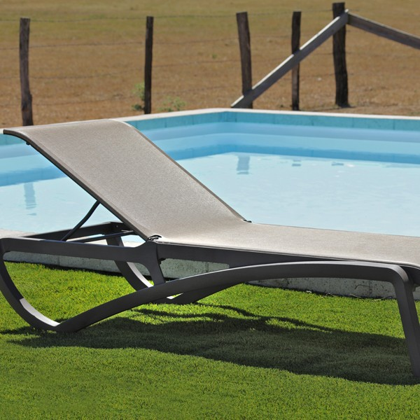 Chaise longue de jardin aliz bronze la boutique desjoyaux for Chaise pour piscine