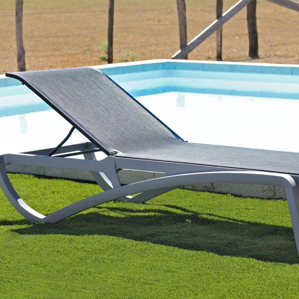 Chaise longue piscine aliz noire grise la boutique desjoyaux - Bain de soleil gonflable ...